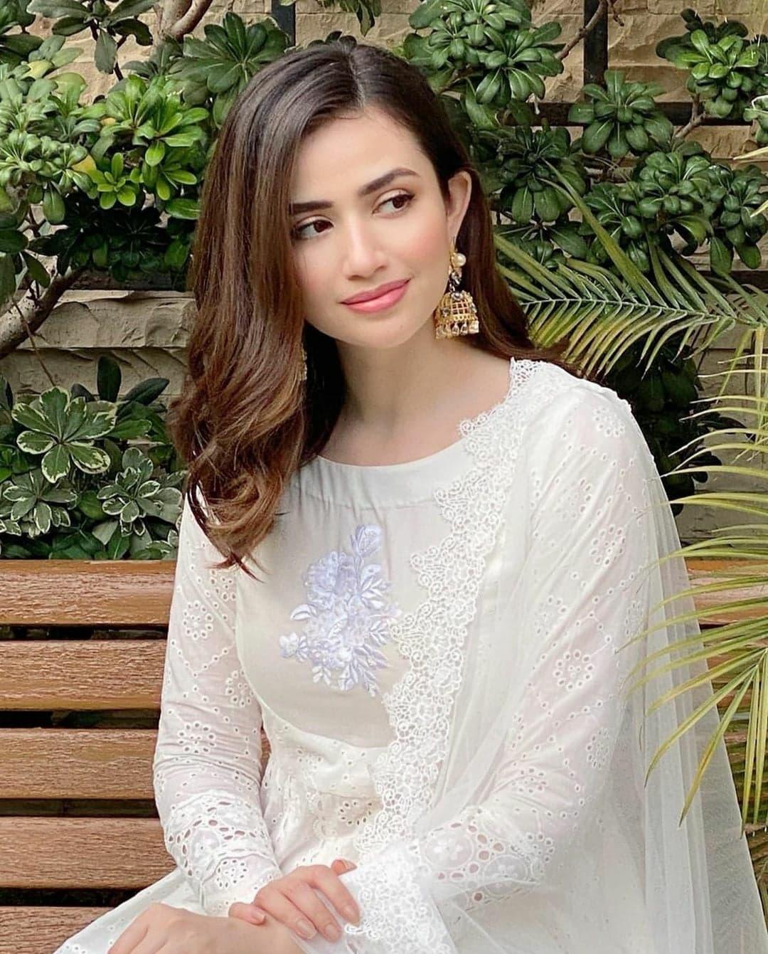 Best EID Dresses Worn By Pakistani Actresses Part 2