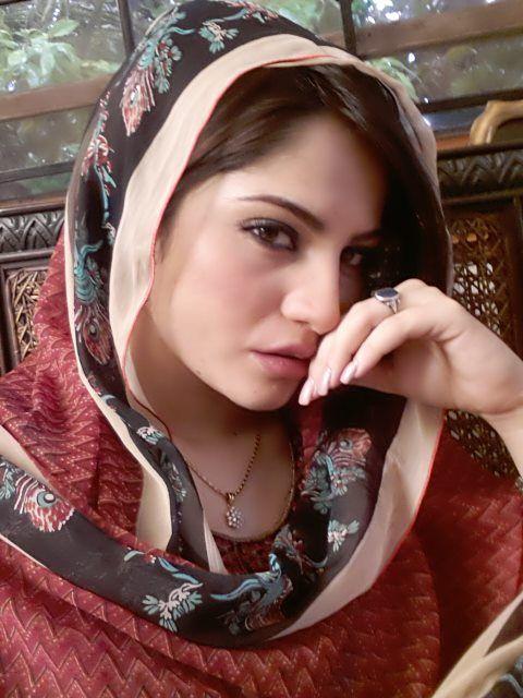 Beautiful Pictures of Neelum Munir in Hijab