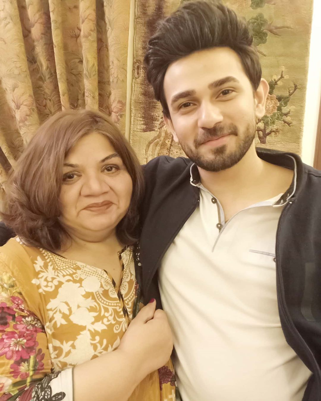 Ali Ansari with his Mother and Sister - Latest Pictures