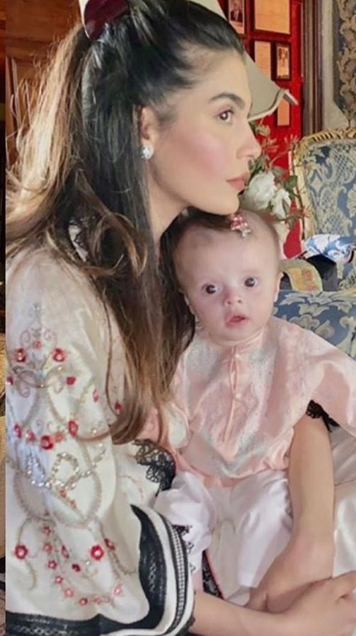 Model Amna Babar Shares Pictures First Picture Of Daughter On Eid