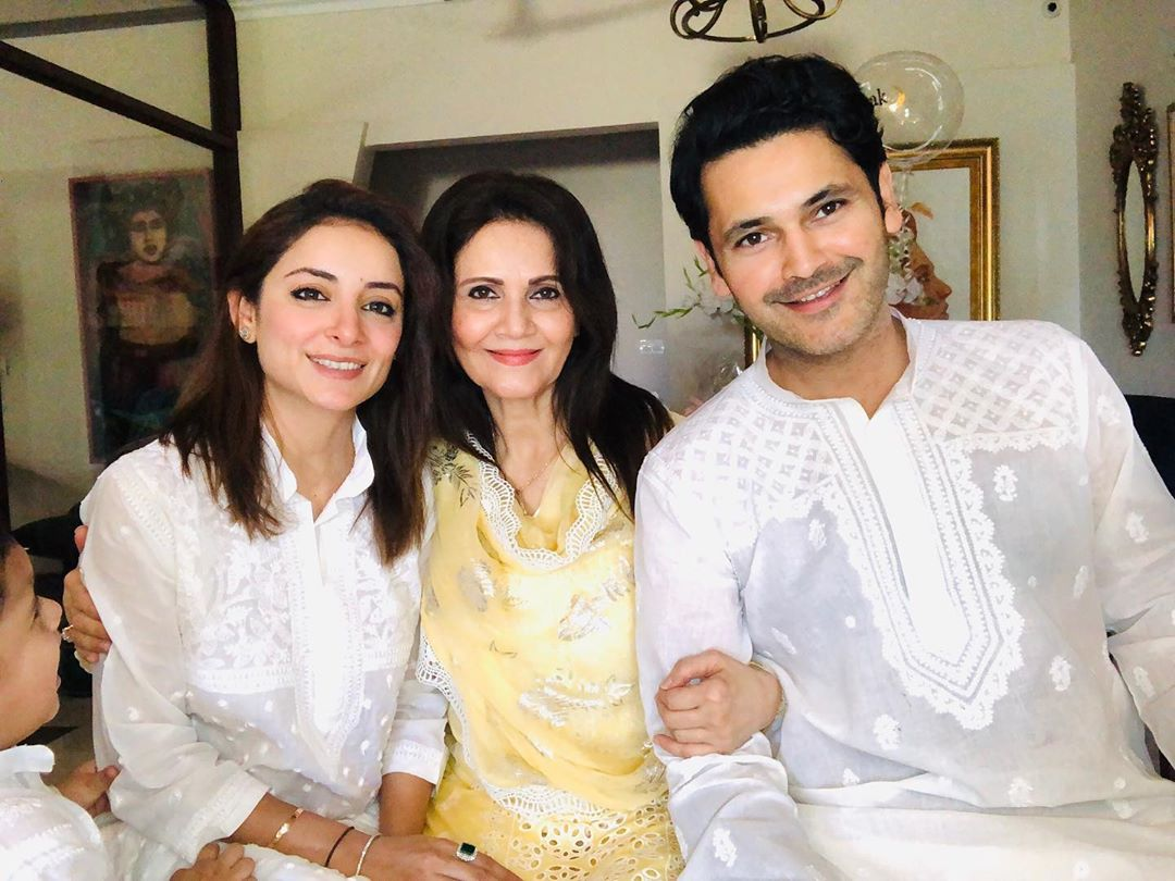 Fahad Mirza Beautiful Clicks with Her Mother on Eid