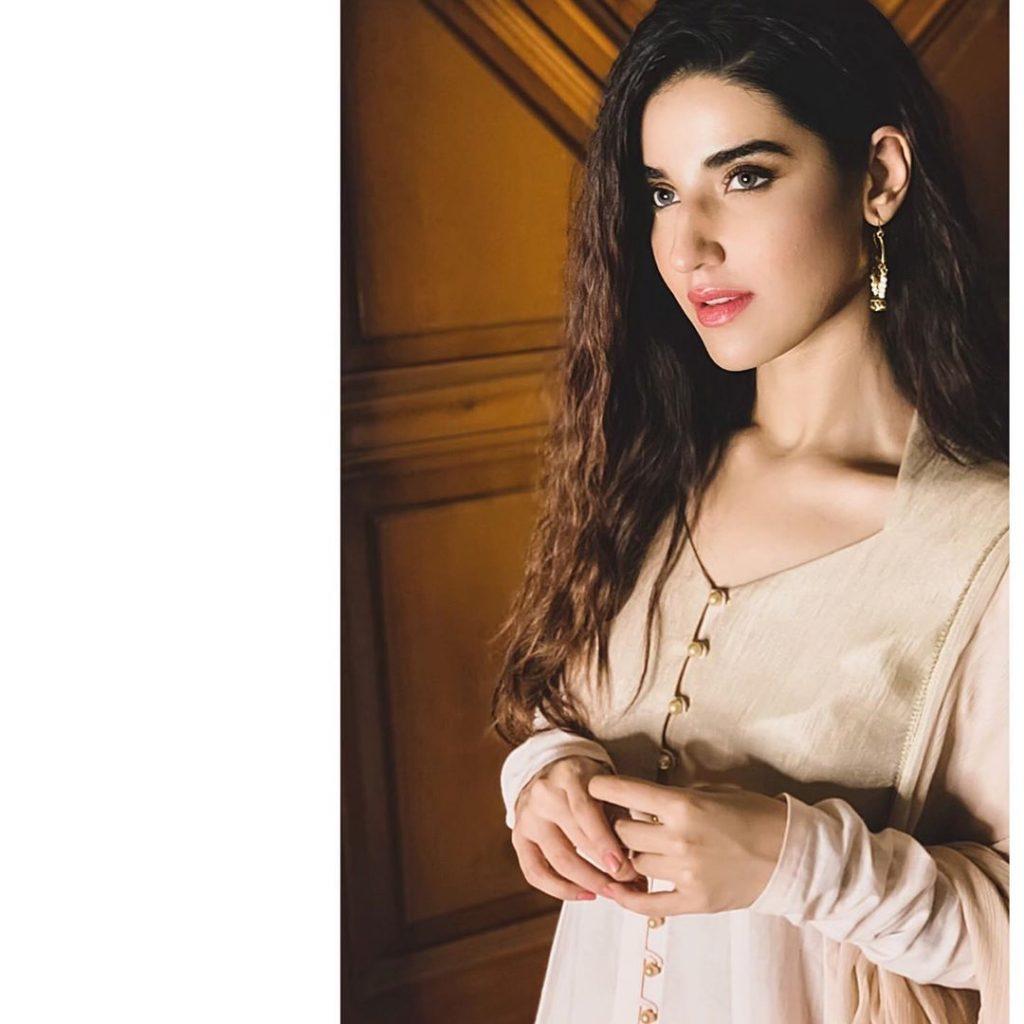Graceful Eastern Dresses Hareem Farooq Has Ever Carried