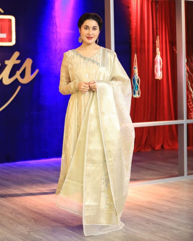 Best Elegant Dresses of Shaista Lodhi