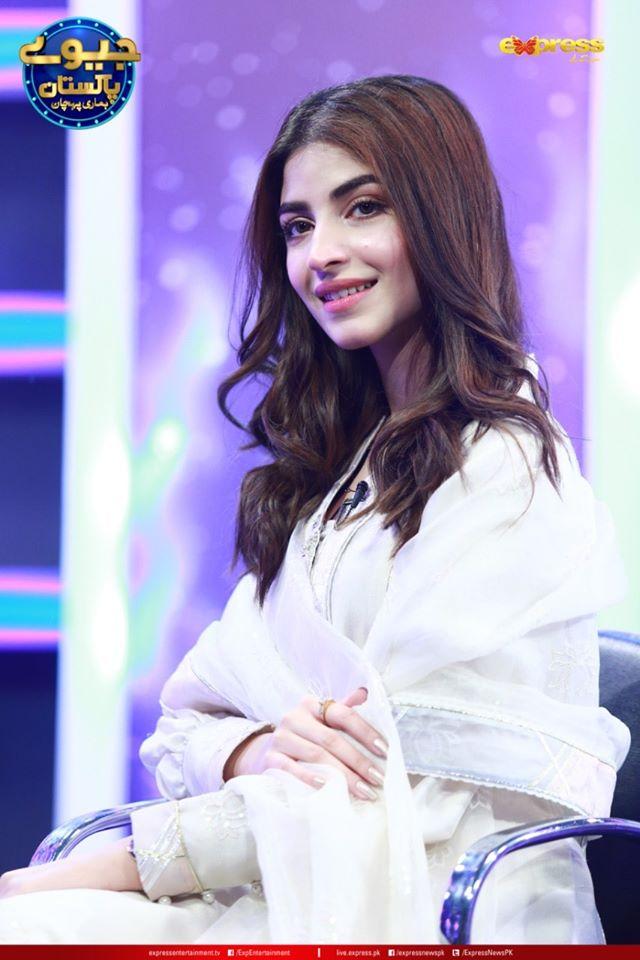 Kinza Hashmi is Looking Gorgeous in Jeeeway Pakistan Game Show