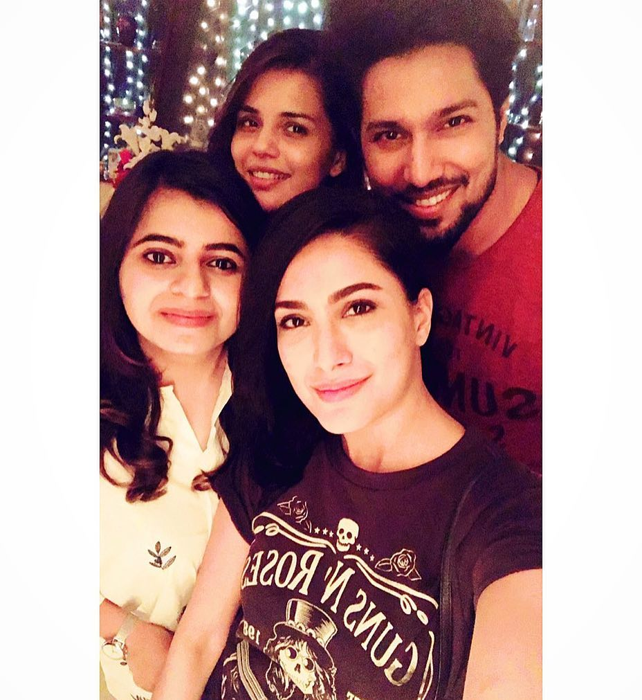 Unseen Pictures of Mehwish Hayat with Close Family