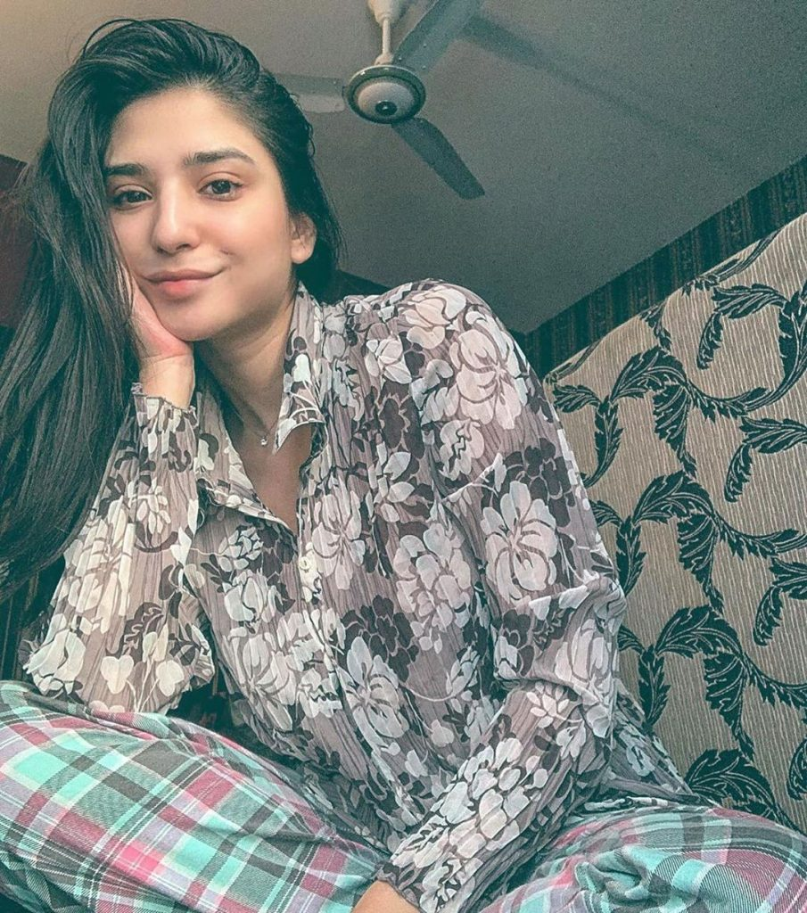 40 Glamorous Pictures of Ramsha Khan