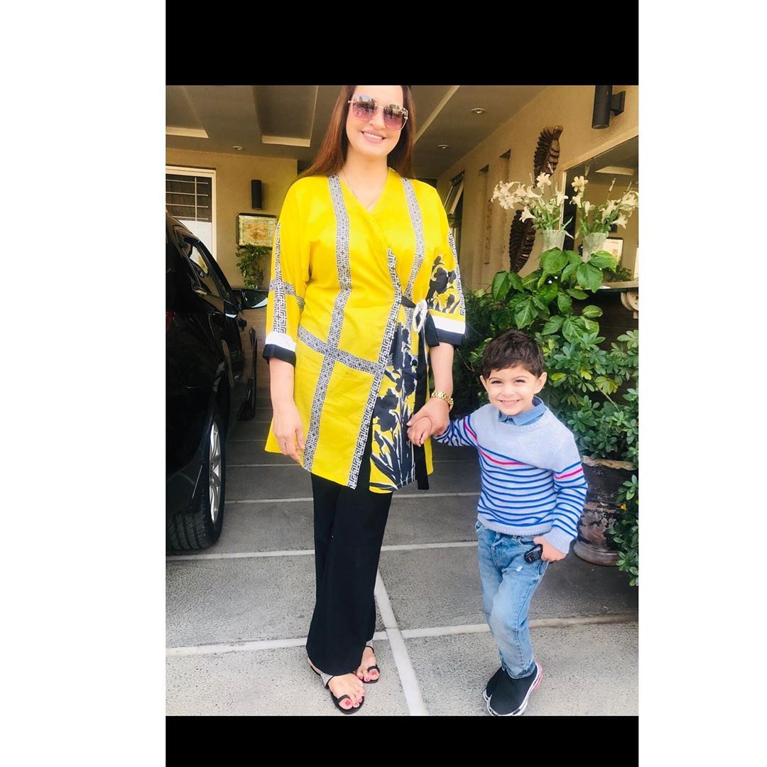 Sadia Faisal Beautiful Latest Pictures with Her Son