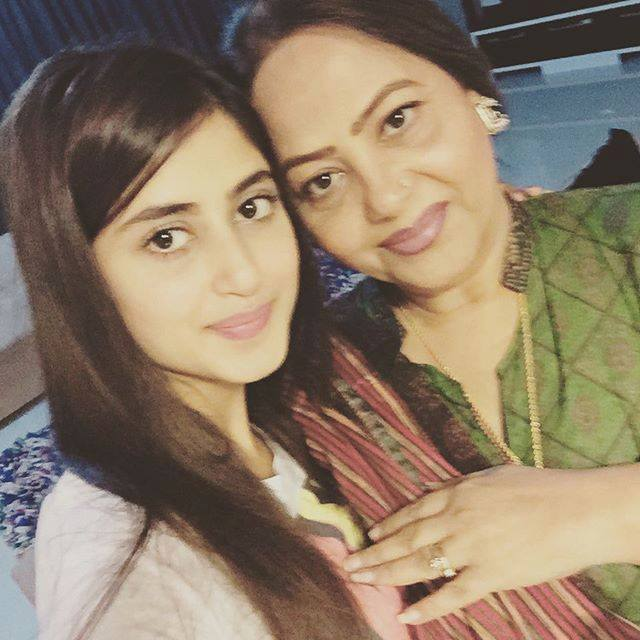 Sajal Aly Shares Adorable Picture With Her Mom