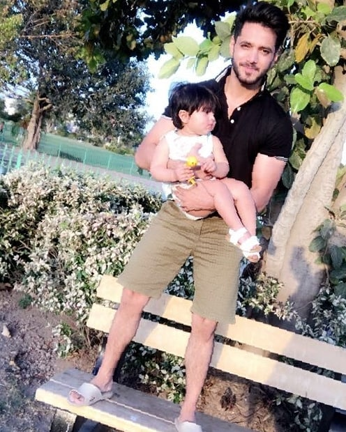 Adorable Pictures of Wahaj Ali with His Daughter
