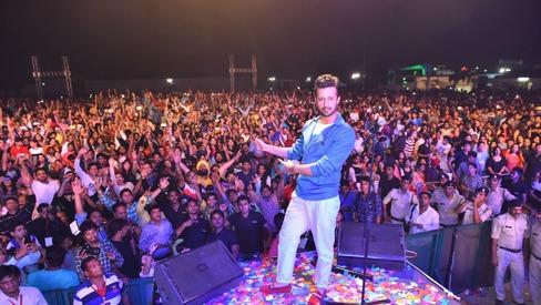 Atif Aslam Memorable Clip of Singing Song In The Kapil Sharma Show