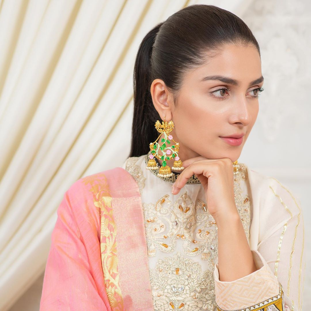Ayeza Khan Latest Beautiful Pictures from her Instagram