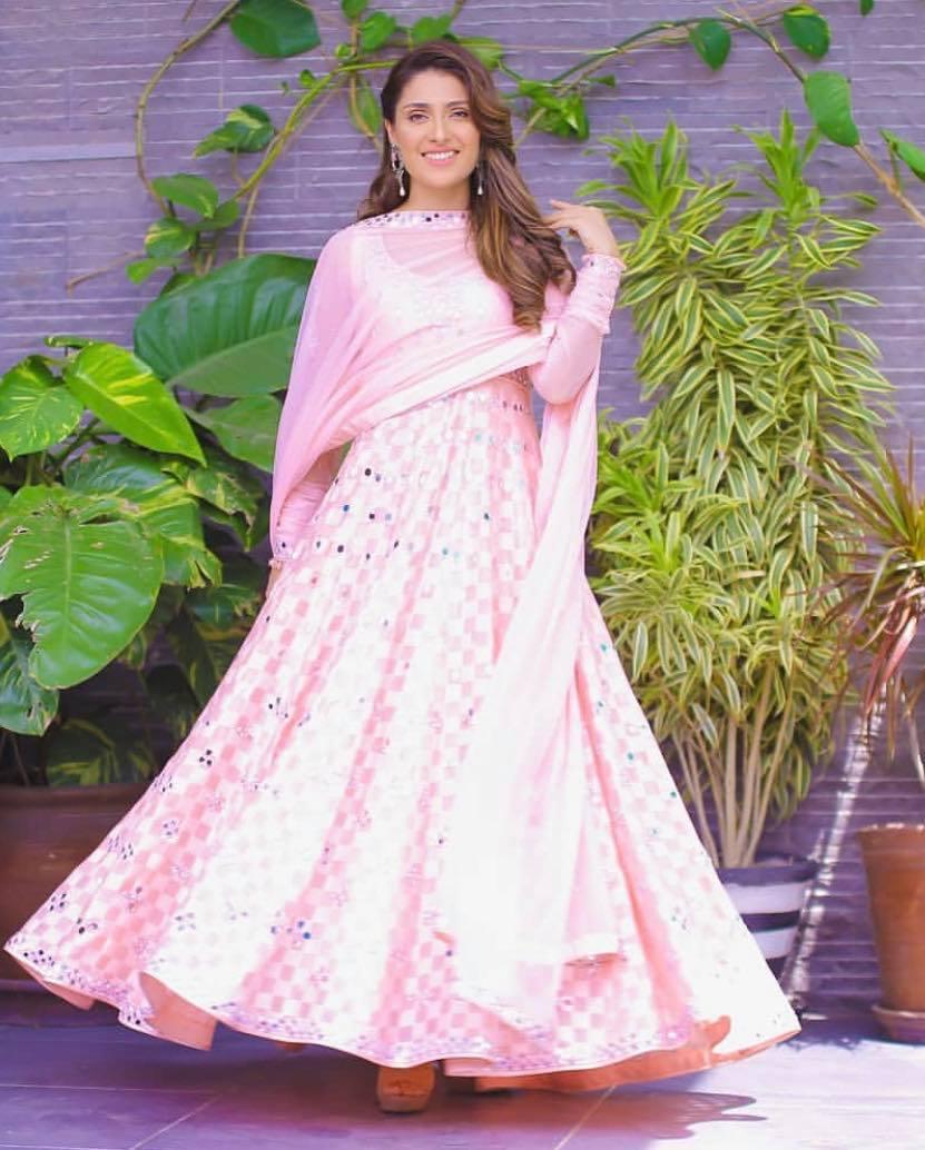 Ayeza Khan In Gorgeous Pink Dresses