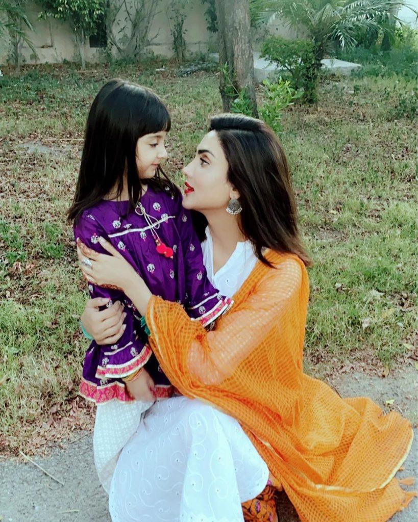 Cute Videos Of Fiza Ali And Daughter