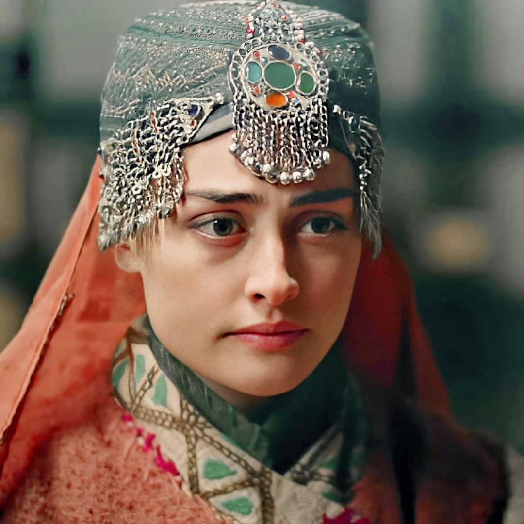 Esra Bilgiç Aka Halima Sultan's 10 Beautiful Looks from Dirilis Ertugrul