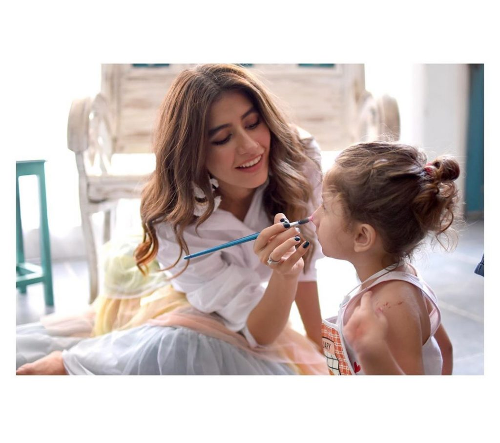 Here Is Nooreh Shahrozs Adorable Video 7