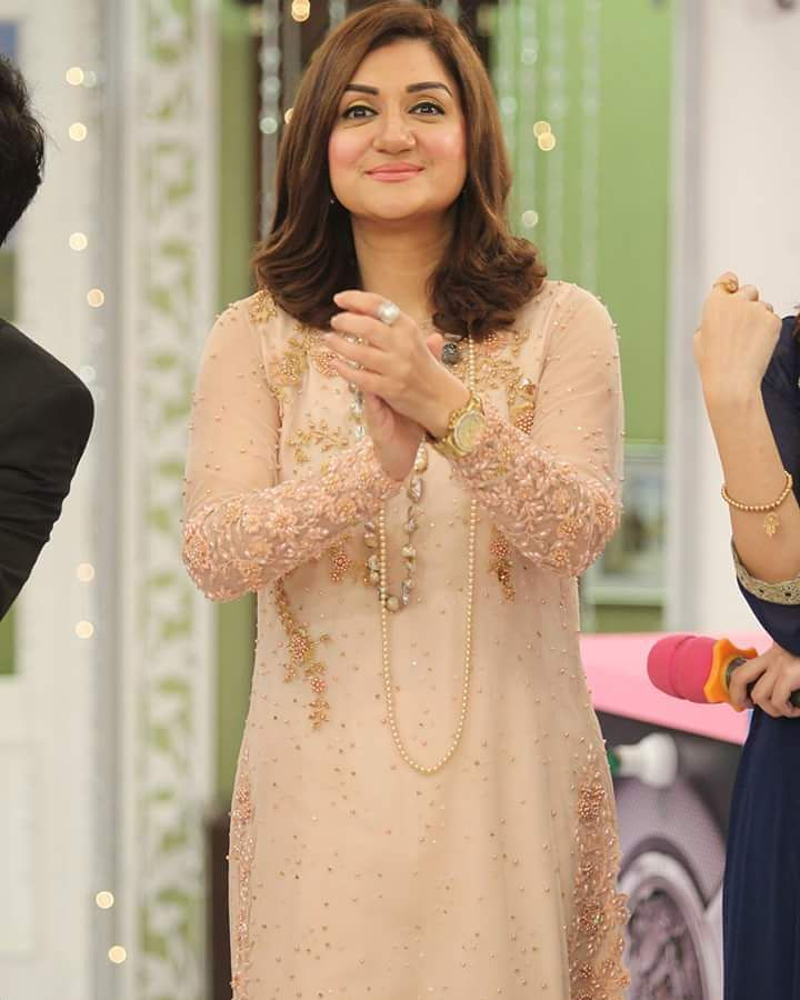 Heres Why Arrest Warrants Are Issued Against Ayesha Sana 33