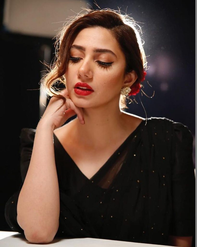 Here's Why Pakistani Actresses Are Jealous From Mahira Khan