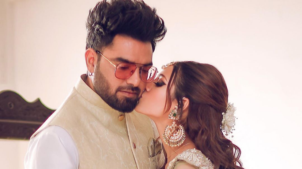 Iqra Aziz Unhappy With Yasir Hussain's Photography Skills