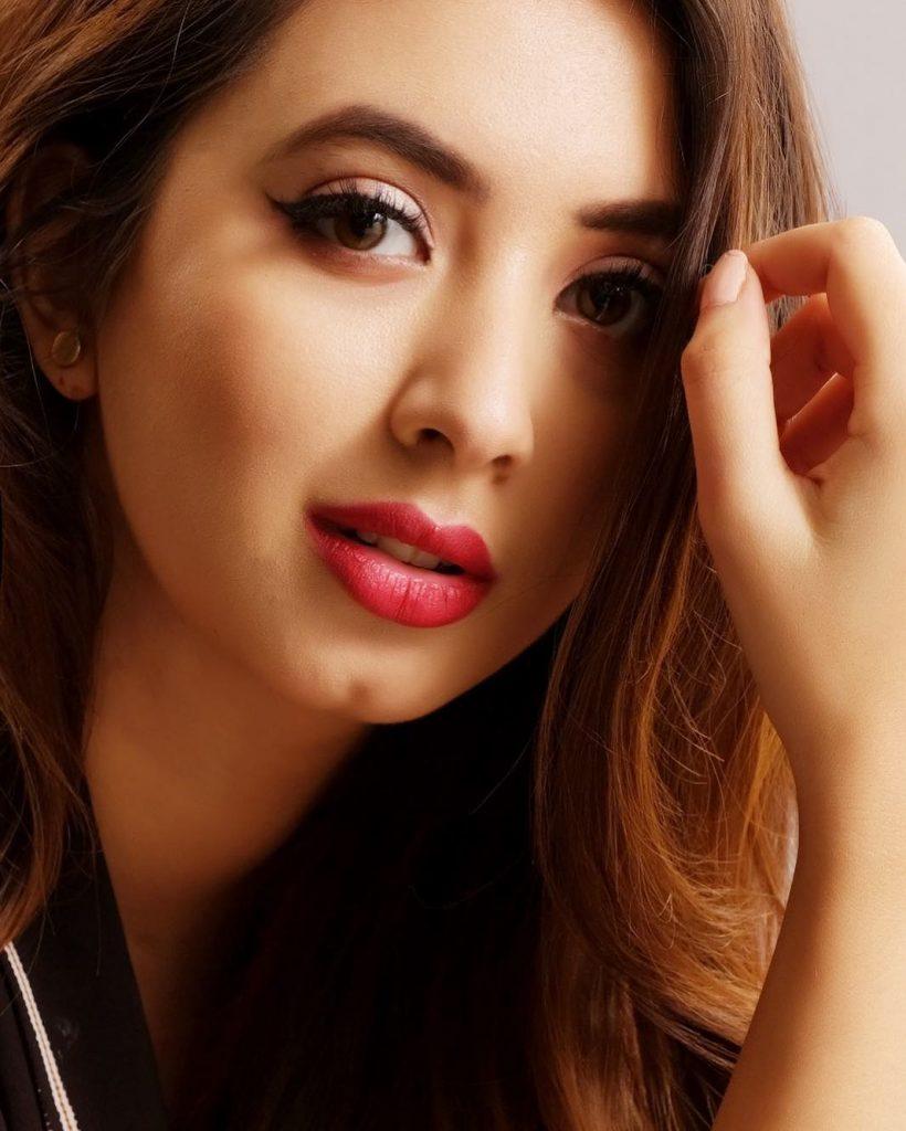 Komal Aziz Khan Actress Model 399