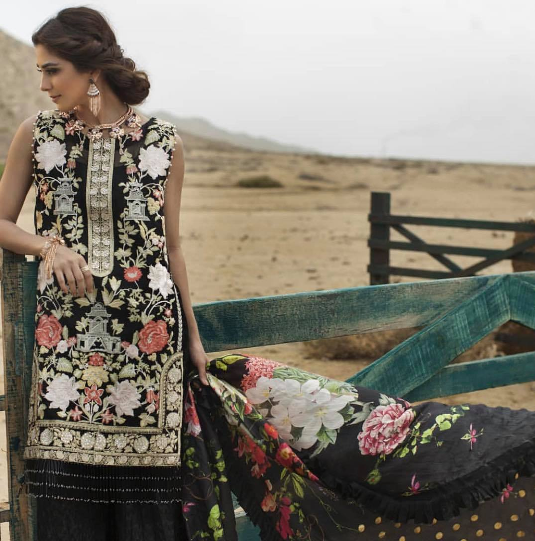 Top Pakistani Actresses In Beautiful Black Dresses