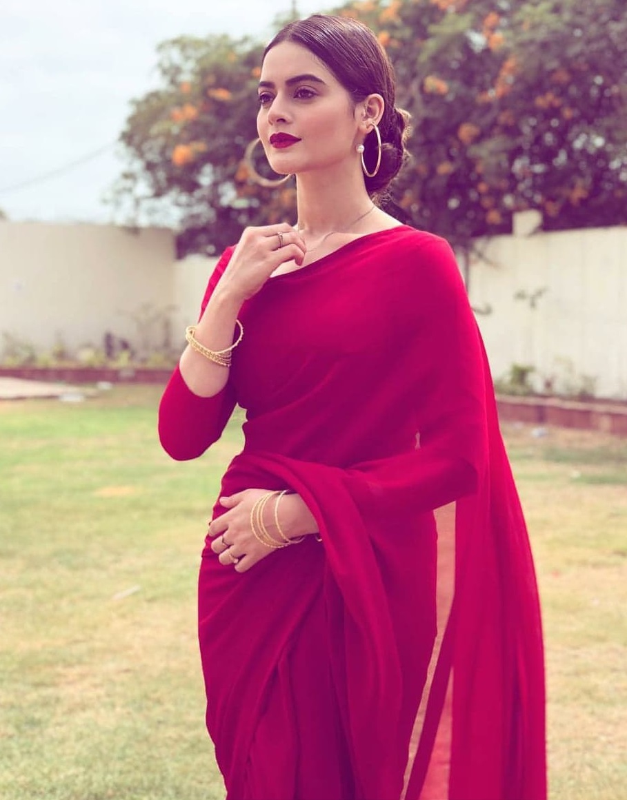 Pakistani Actresses Who Looked Beautiful In A Saree
