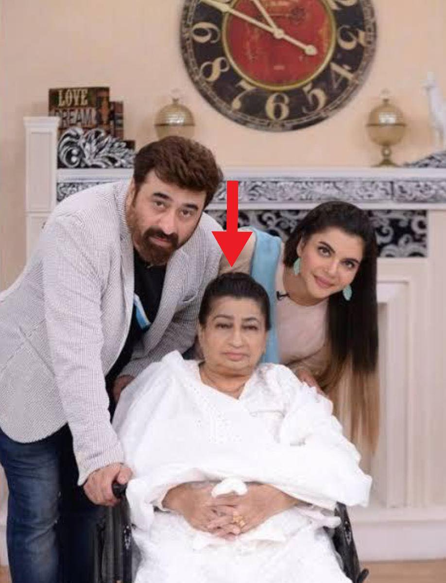 Pakistani Actresses With Their Graceful Mothers In law