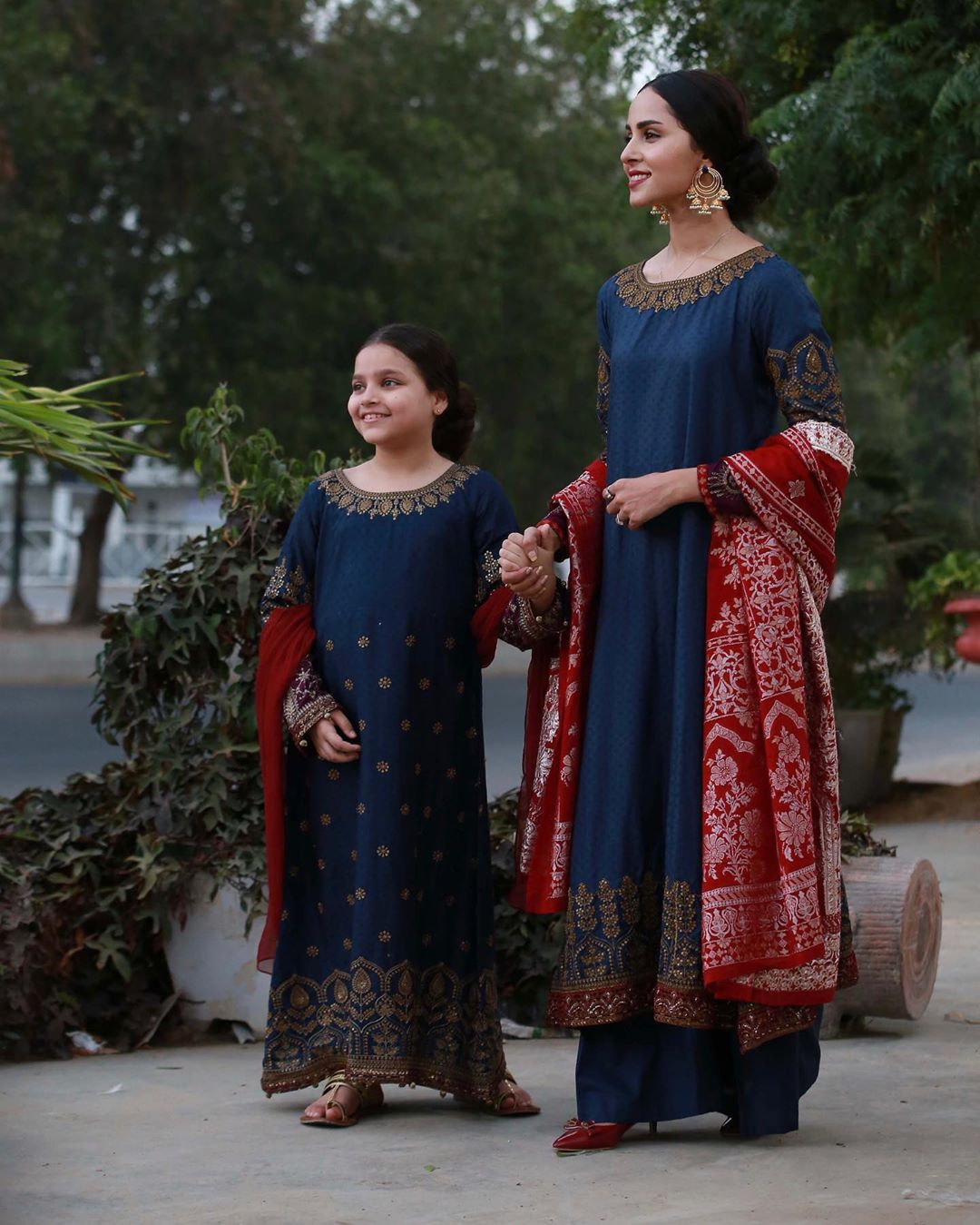 Beautiful Pictures of Nimra Khan with her Cute Sister