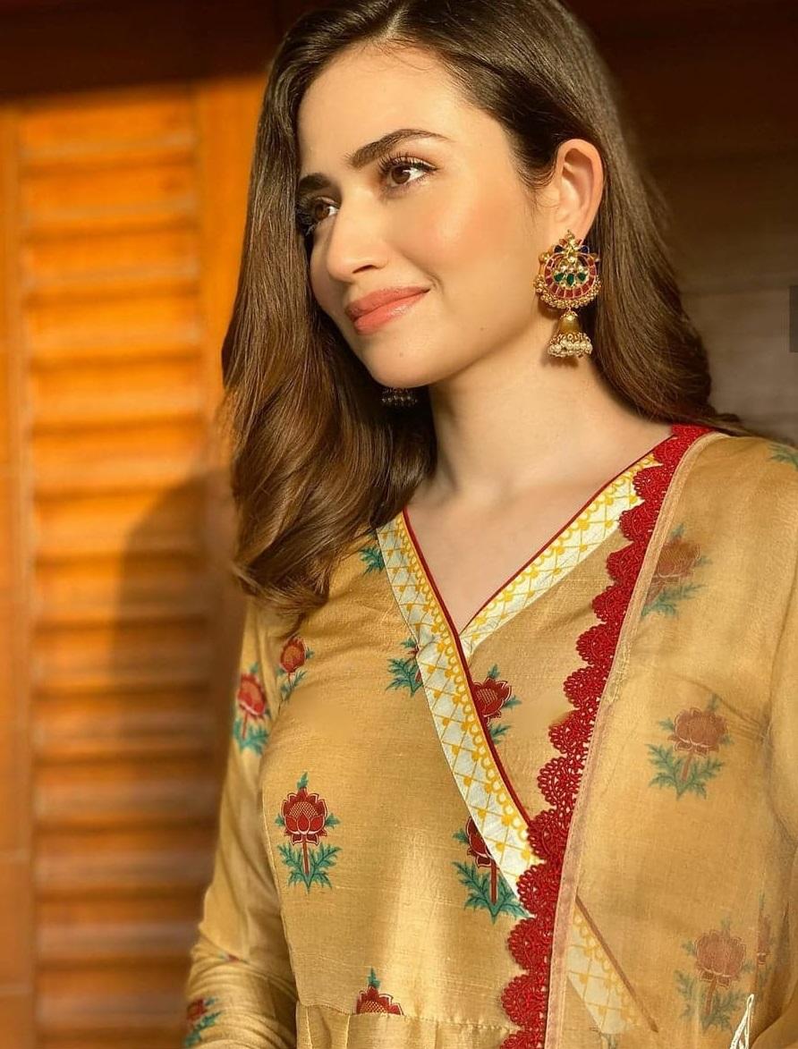 Signature Makeup Looks of Top 5 Pakistani Actresses