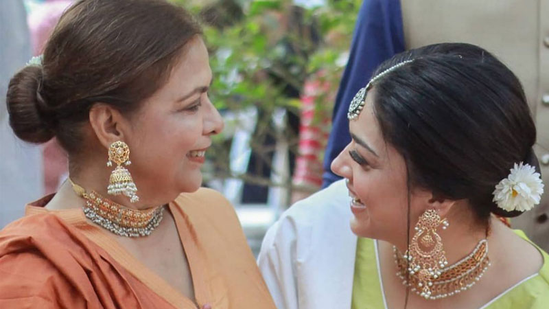 Sanam Jung Cooks With Mother