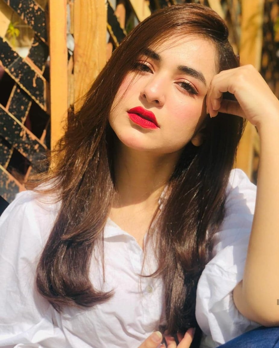 Top 20 Pakistani Actresses Who Look Beautiful in Red Lipstick