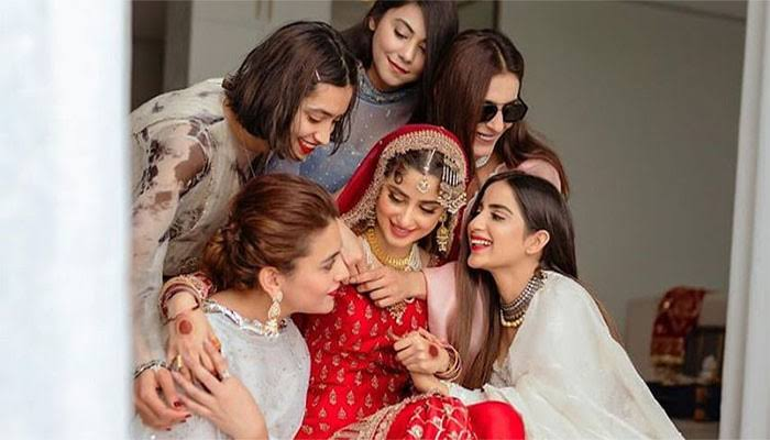 Zara Noor Abbas Sings A Beautiful Song For BFF Sajal Aly