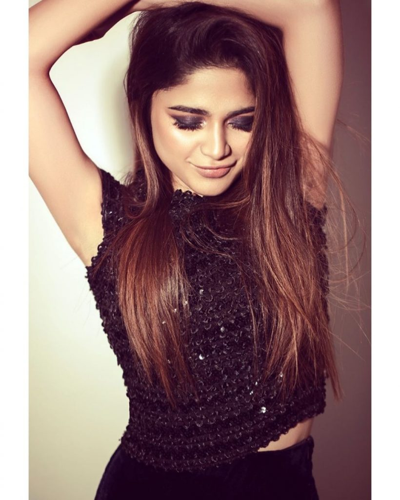 Aima Baig is a True Poser – Best Pictures in High Quality