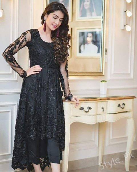 Sensational Pictures of Ayeza Khan in Black Color