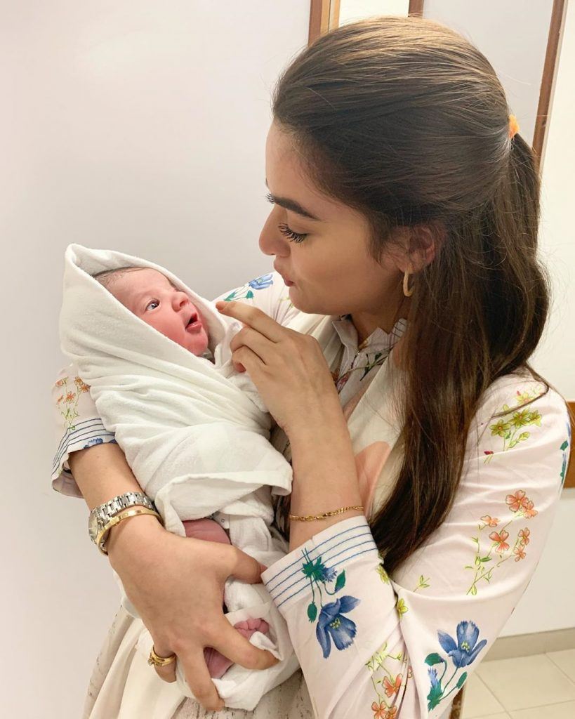 Exclusive Pictures of Minal Khan with Niece Amal