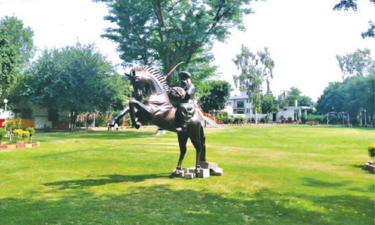 Lahore Gets Its Very Own Ertugrul Ghazi Statue