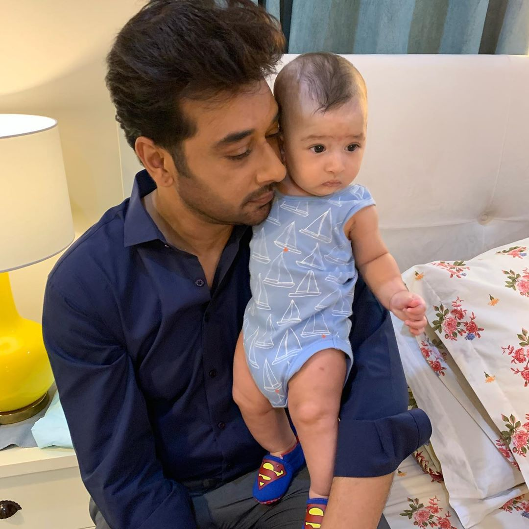Faysal Qureshi Beautiful Clicks with his Family