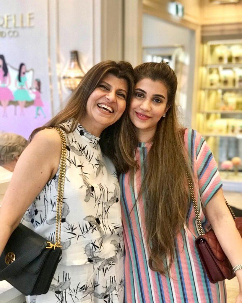 Beautiful Pictures of Mina Tariq With Mommy Rubina Ashraf