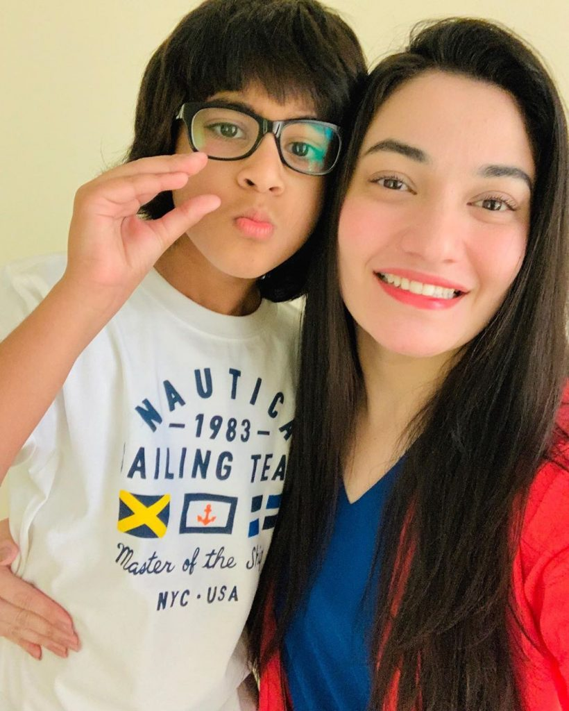Unseen Pictures of Muniba Mazar with Her Son