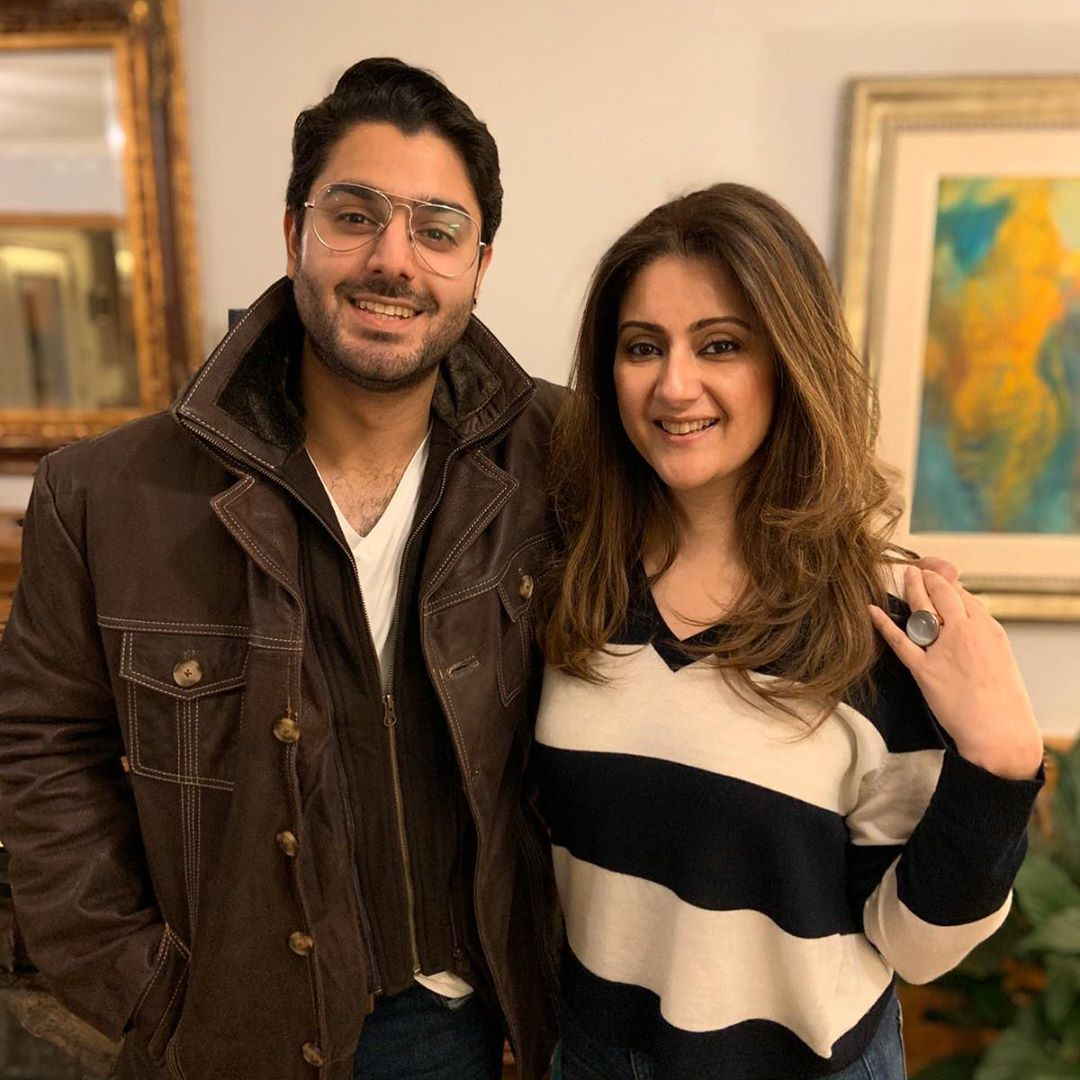 Noman Ijaz Latest Pictures with Wife and Sons