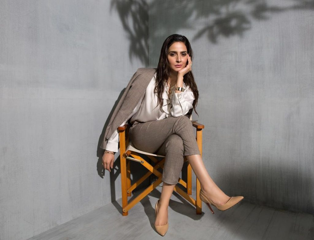 Saba Qamar Is Giving Out All The Hot News In The 3rd Episode Of Her VLog