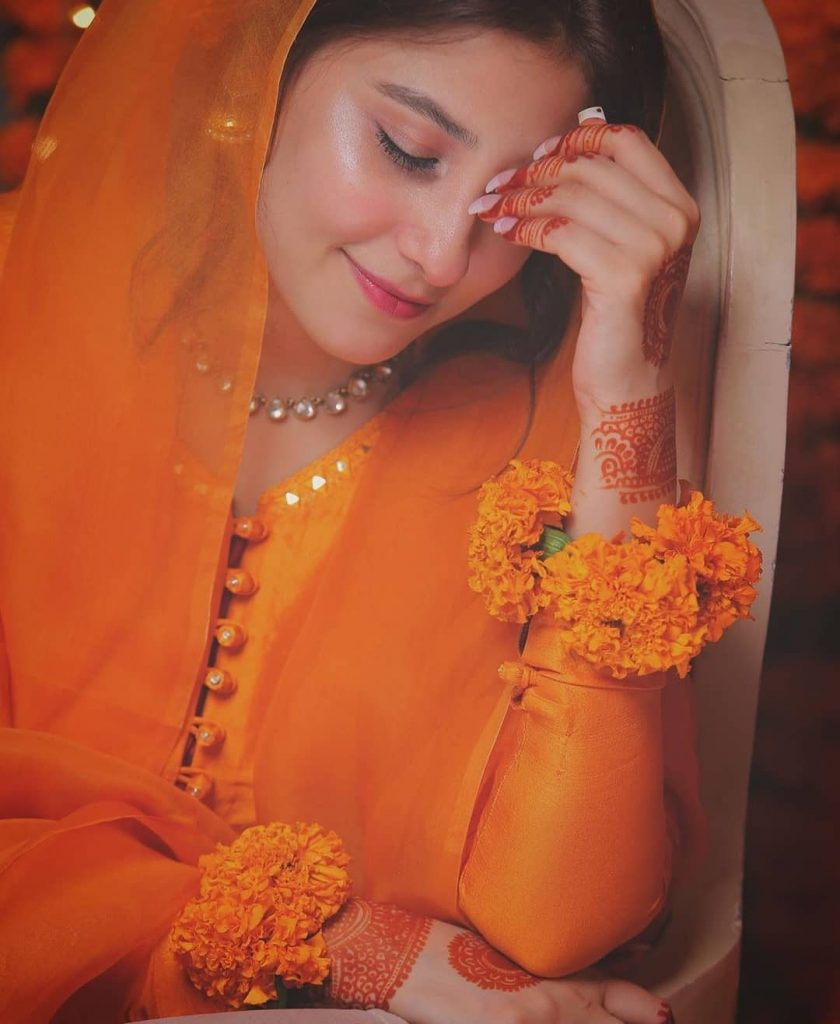 Happy Pictures of Hina Altaf After Her Nikah With Agha Ali