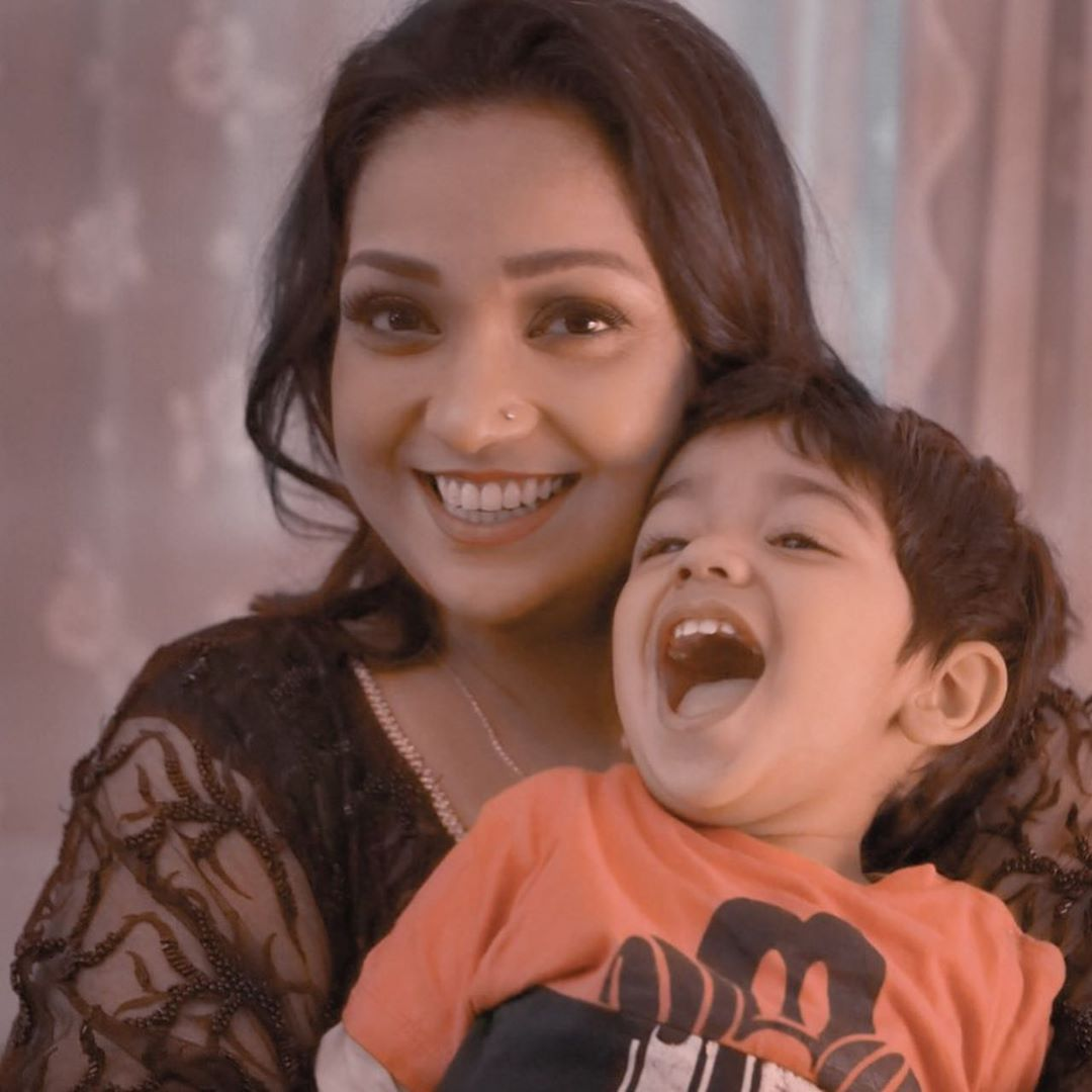 Uroosa Siddique Latest Pictures with her Husband and Son