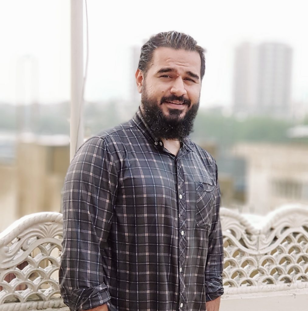 Ertugrul Ghazi's Doppelganger Found In Karachi