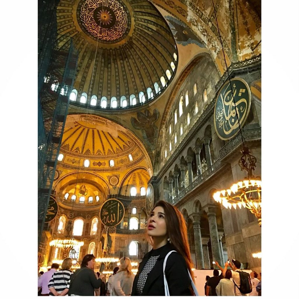 Ayesha Omar Shares Pictures Of Her Travelling Days