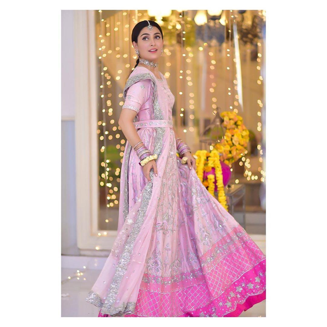 Ayeza Khan Beautiful Photo Shoot from Drama Serial Mehar Posh