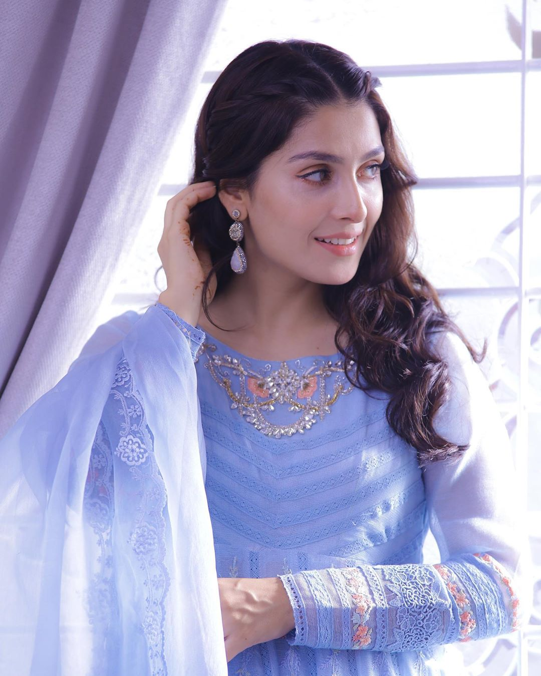 Ayeza Khan Beautiful Pictures from Her Recent Photo Shoots