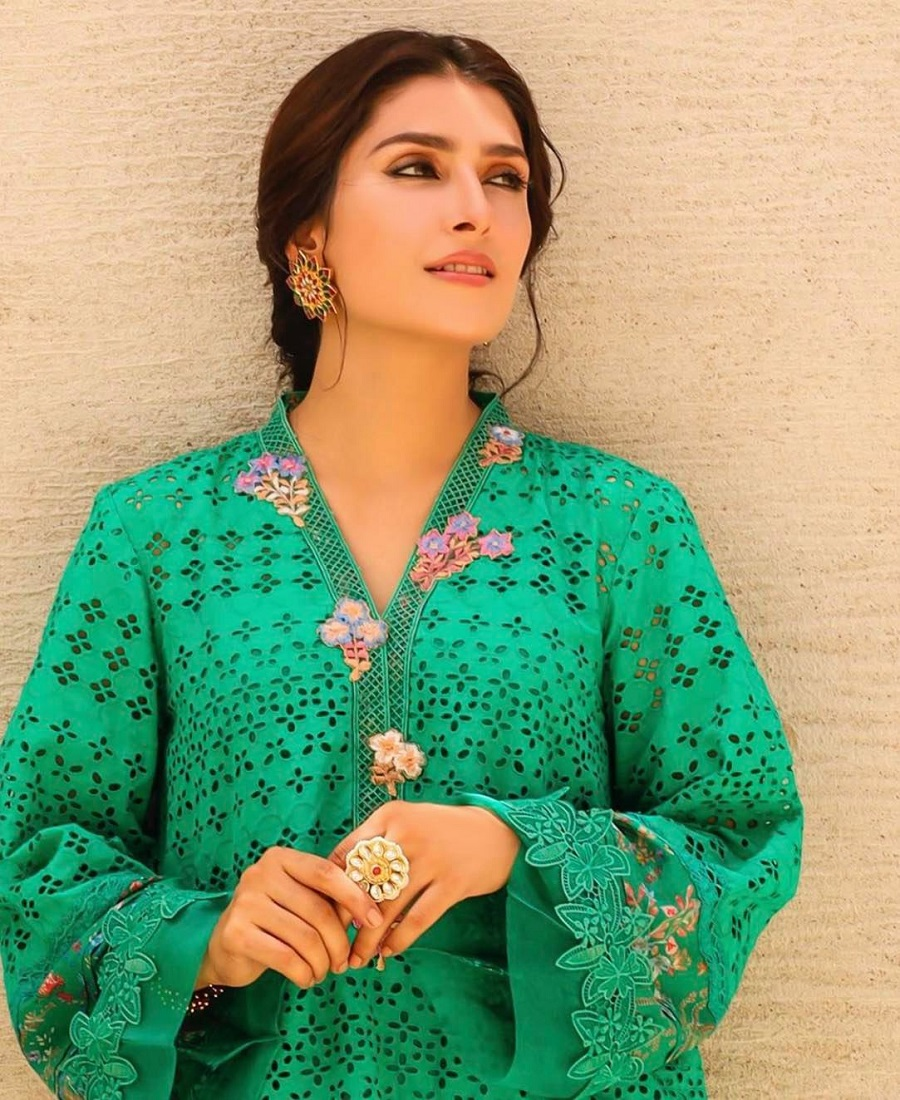 Ayeza Khan 25