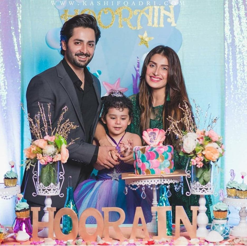 Beautiful Clicks of Ayeza Khan with her Family