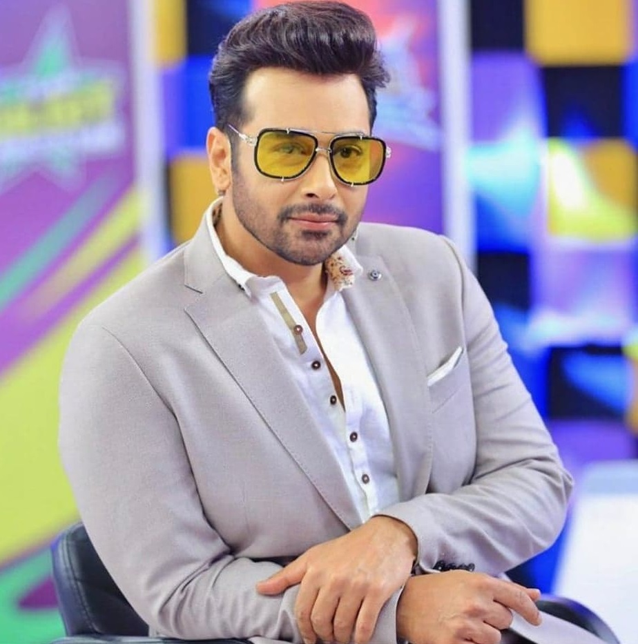 Faysal Qureshi Perky Dance On Independence Day Show