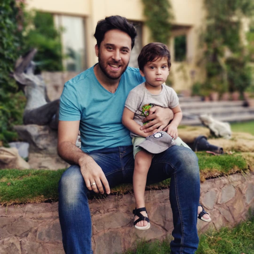 Actor Haroon Shahid with his Wife Palwashay and Kids - Latest Pictures